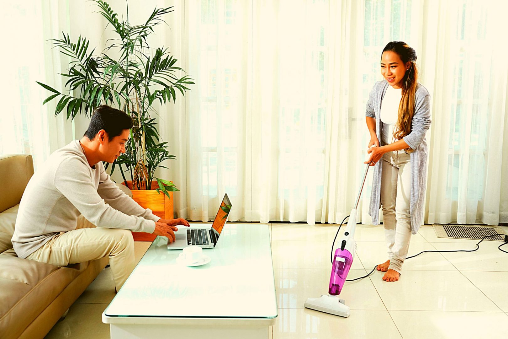 WHEN IS AN APPROPRIATE TIME TO VACUUM AN APARTMENT?