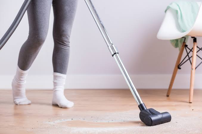 When is an appropriate time to vacuum an apartment